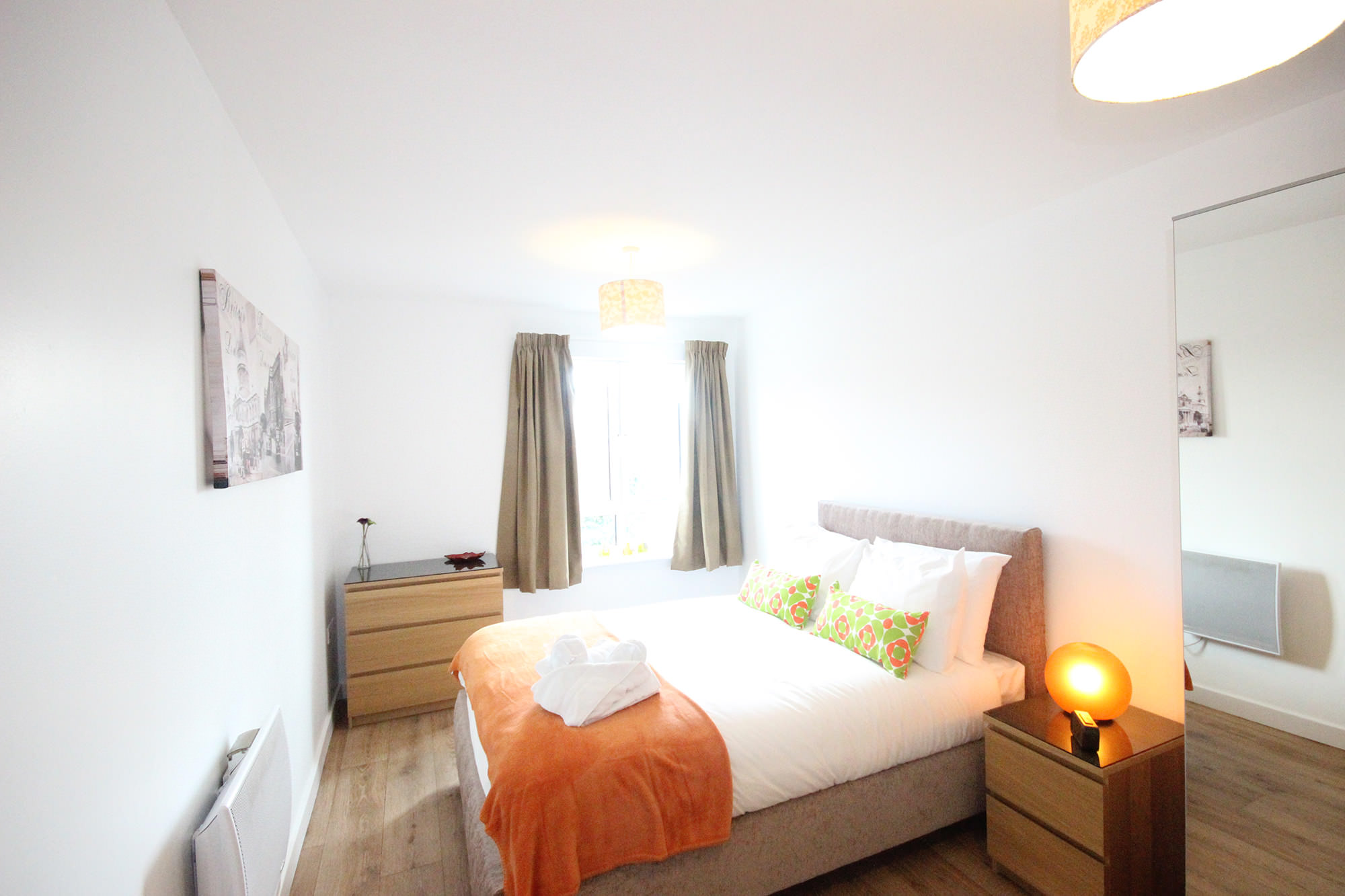 Centro serviced apartments northampton 2 bedroom for Apartment bedroom