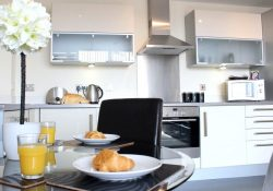 Fed up of staying in cramped Hotel rooms? Try a serviced apartment instead