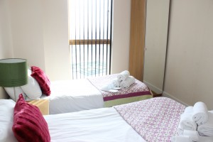 Accommodation Milton Keynes with twin beds to the second bedroom