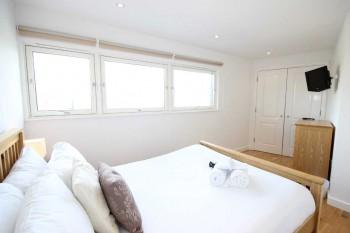 Theatre-District-1-Bedroom-Apt-Cupboard
