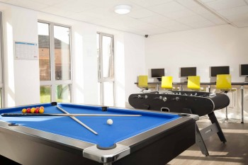 Luton Apart Hotel Games room