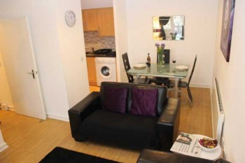 Luton-2-bedroom-2-bathroom-apartment-lounge-dinner
