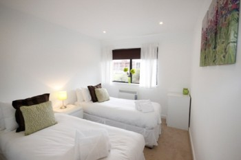 South-Row-Serviced-Apartment-twin-bed