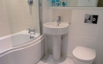 Bathroom to this Centro 2 bedroom apartment