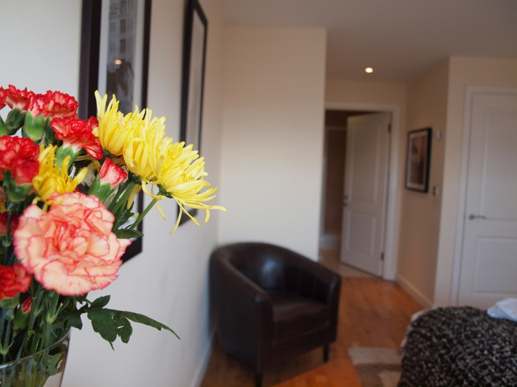 serviced apartment in Milton Keynes with the added luxury of a chair to the bedroom